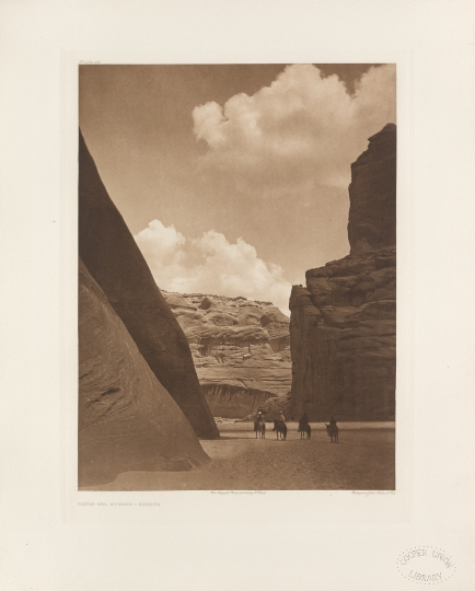Cañon del muerto – Navaho. - The North American Indian by Edward S Curtis - courtesy of Swann Auction Galleries