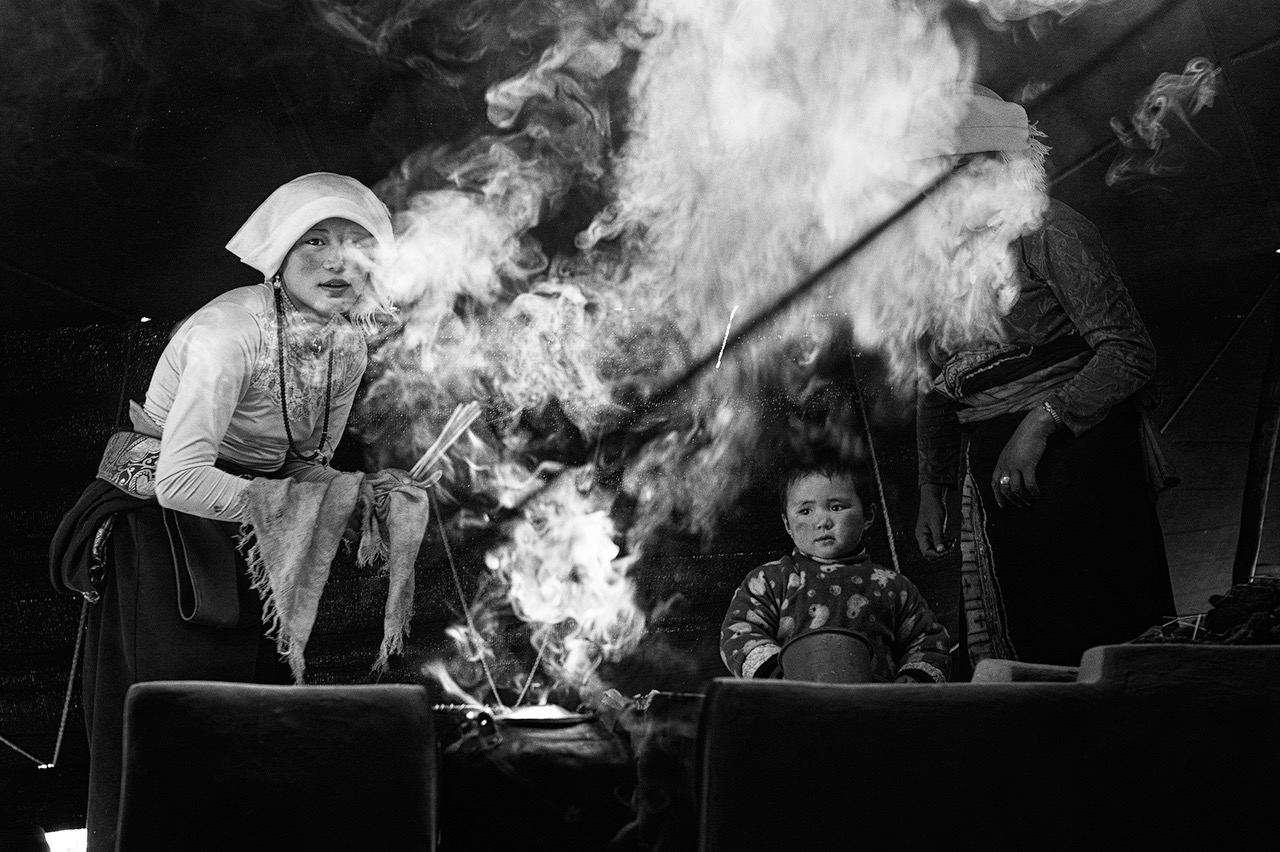 "The black tent of Tibetan nomads - "" Broken Songlines / Three Manuscripts"" © Monika Bulaj – Courtesy W. Eugene Smith Memorial Fund"