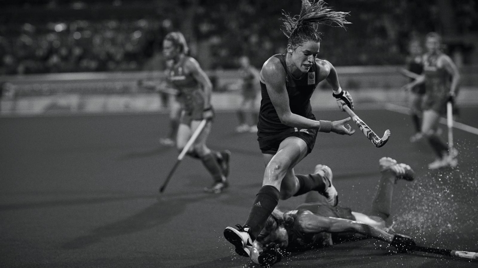 Rio 2016 OG, Hockey Women - Final, Great Britain (GBR) 1st - Netherlands (NED) 2nd. Crista CULLEN (GBR) (on the floor) and Lidewij WELTEN (NED). © 2016 Comité International Olympique CIO HUET John