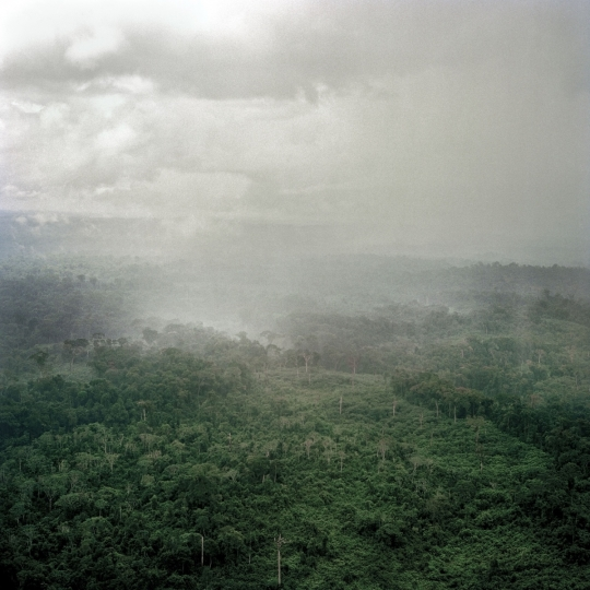 Liberia. Fish Town. June 2005. Rain clouds gather over the forest near to Fish Town. ©Tim Hetherington / Magnum Photos