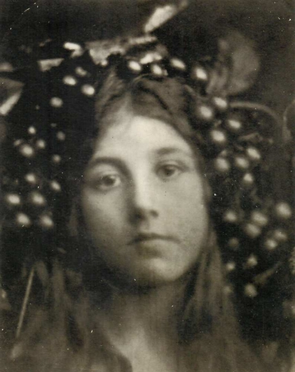 Circe (Kate Keown), Julia Margaret Cameron 1865 25.2 x 20.2 cm Albumen print Courtesy of Hans P. Kraus Jr. Inc., New York