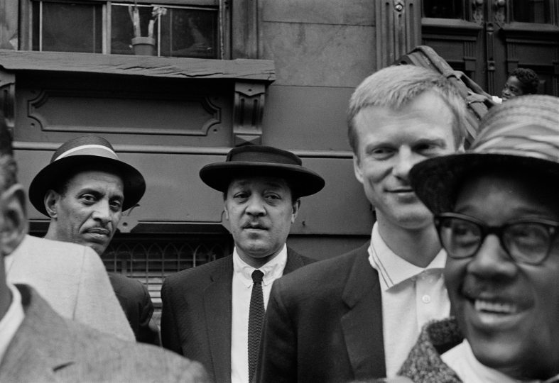 (From left) Vic Dickenson, Lester Young, Gerry Mulligan, Roy Eldridge - Art Kane: Harlem 1958: The 60th Anniversary Edition © Art Kane