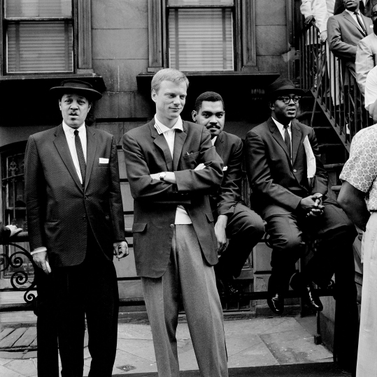 (From left) Lester Young, Gerry Mulligan, Art Farmer, Gigi Gryce - Art Kane: Harlem 1958: The 60th Anniversary Edition © Art Kane