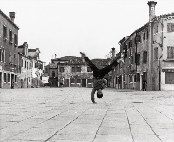 Piergiorgio Branzi Piazza Grande in Burano Venice, 1957 © Piergiorgio Branzi