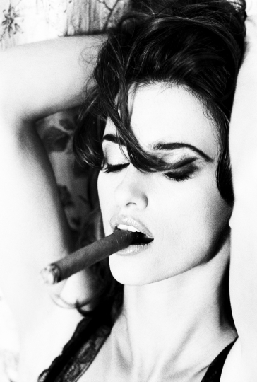 Penelope Cruz, Paris, 2003 © Ellen von Unwerth – Courtesy La Hune