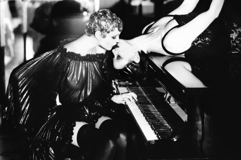 Sonate, Paris, 1990 © Ellen von Unwerth – Courtesy La Hune