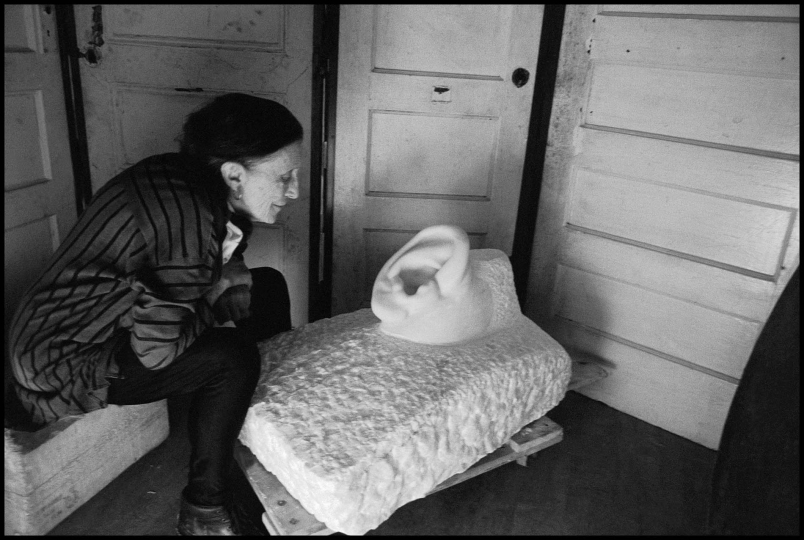 Louise Bourgeois in her studio, New York, 1991 © Inge Morath / Magnum Photos