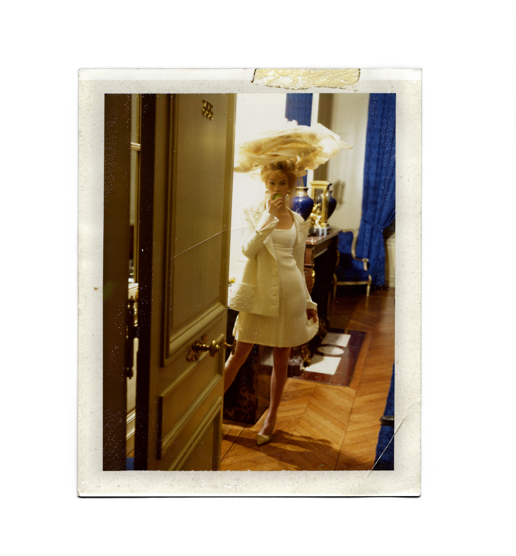 Dewey nicks polaroids de femmes for Hotel douglas paris