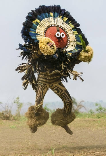 Pende Kitenga Mask with Kulukulu Feathers, DR Congo © Carol Beckwith & Angela Fisher