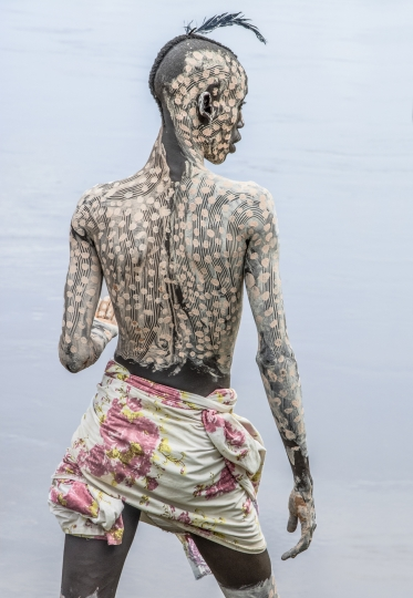 Kara Man with Painted Body, Omo River, Ethiopia © Carol Beckwith & Angela Fisher