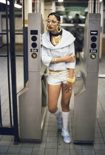 Fly Girl New York, 2002 © Jamel Shabazz courtesy Galerie Bene Taschen