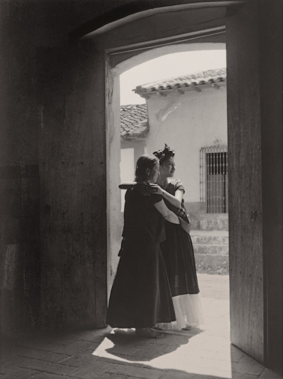 La Visitación ,ca. 1934, printed 1971 Brooklyn Museum, purchased with funds given by the Horace W. Goldsmith Foundation, Adrian Gill and Coler Foundation, 1995.125 © 1995 Center for Creative Photography, The University of Arizona Foundation