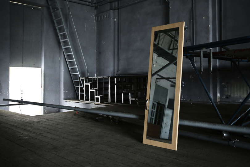 A mirror abandoned in the backstage. © Francesca Pompei