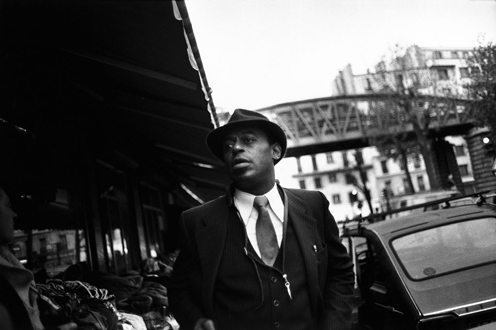 10th arrondissement. Barbès Rochechouart district. Rue Guy Patin.  The American jazz musician Archie SHEPP (saxophones, piano, vocals) after the shooting. Wednesday 9th November, 1983. © Guy Le Querrec / Magnum Photos -