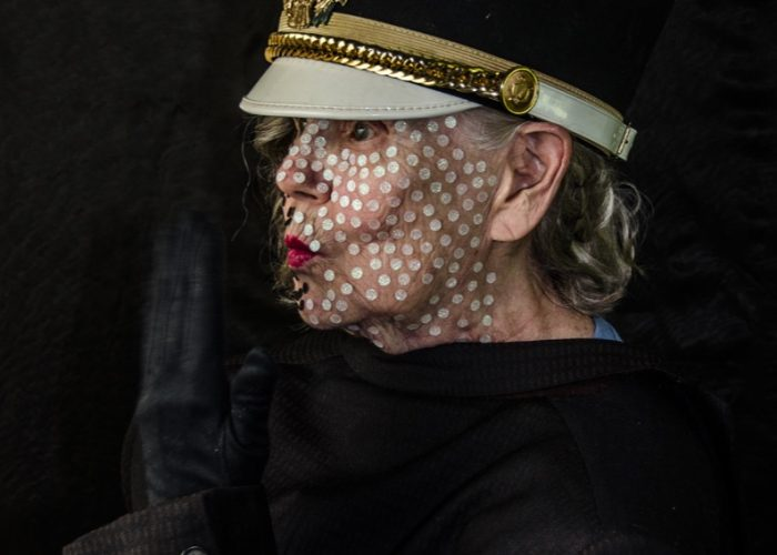 ChristineAnderson - Peler les oignons