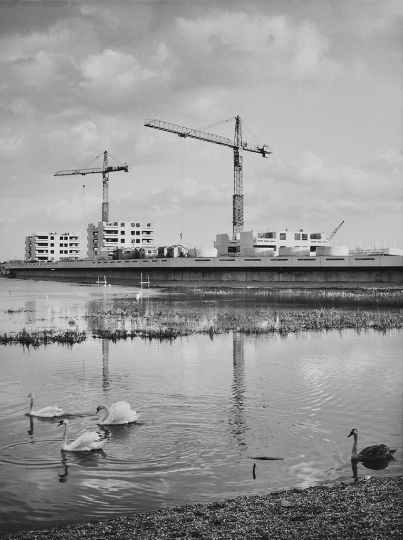 Construction of towers on Southmere Lake. 1970 © London Metropolitan Archives