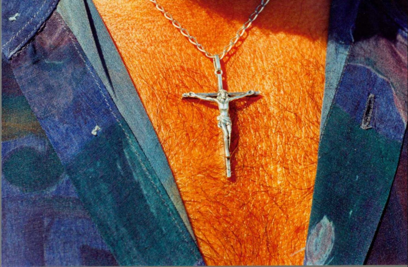 crucifix necklace, 1995 © Martin Parr