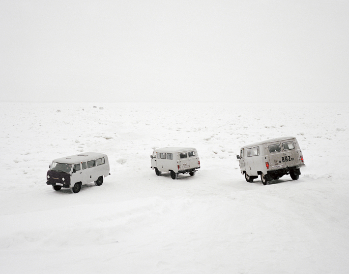 Taxis cross the frozen Lena River, Yakutsk. Far East Russia, November 2004 © Simon Roberts – Courtesy Flowers Gallery