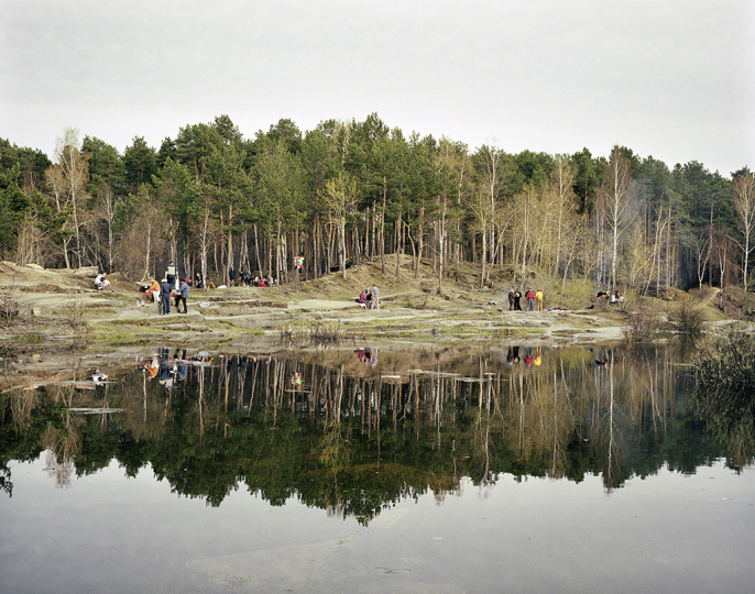 Victory Day picnic, Yekaterinburg. Urals, May 2005 © Simon Roberts – Courtesy Flowers Gallery