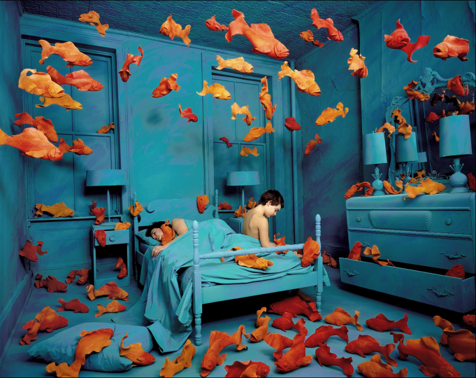 Revenge of the Goldfish, 1981 ©Sandy Skoglund; color photograph, 69.2x88.9cm; Malvicino collection, Torino; courtesy Paci contemporary gallery (Brescia – Porto Cervo, IT)