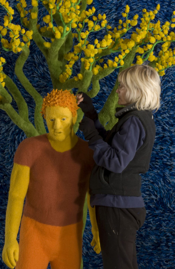 Sandy Skoglund arranging the sets for installations; Courtesy Paci contemporary gallery (Brescia – Porto Cervo, IT)