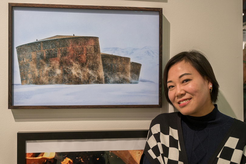 Zhang Hui in front of her work at Sipa USA © Andy Romanoff