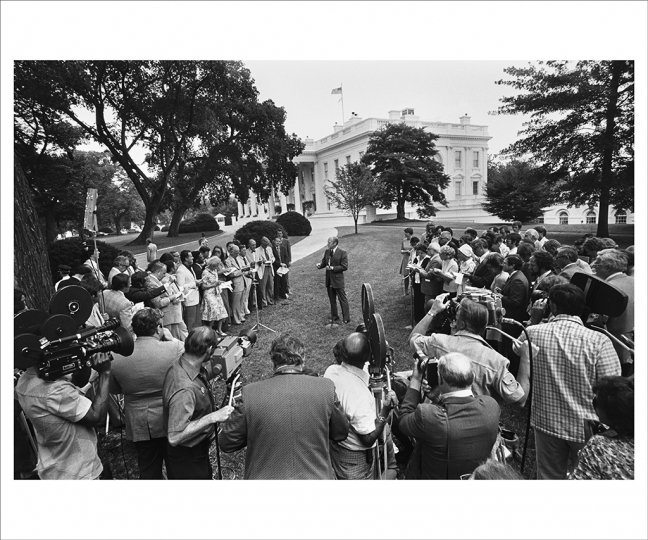 July 19, 1976 The president holds an informal press conference on the north grounds of the White House. Some of the television crews had already switched from film to video cameras, a change that occurred over a period of just a few months and dramatically transformed news reporting, making live, twenty-four-hour coverage of world events possible. (Photo by David Hume Kennerly/Gerald R. Ford Presidential Library)