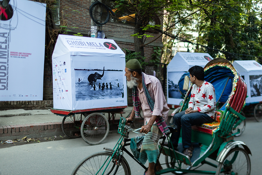 The mobile rickshaw exhibition in front of Bengal foundation at 1st March 2019 in Dhaka, Bangladesh.  Photo by Toukir Ahmed Tanvee / Chobi Mela X