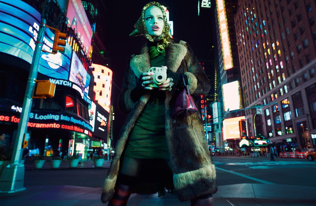 Daphne Times Square 2am 2015 © Emma Summerton / Christophe Guye Galerie