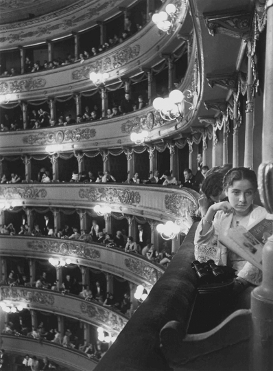 Alfred Eisenstaedt Premiere at La Scala, Milan, 1933 © Alfred Eisenstaedt/Time & LIFE Pictures/Getty Images, courtesy Robert Mann Gallery