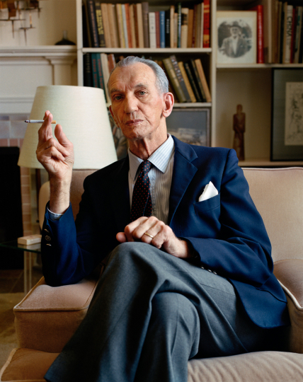 "Jan Karski, Poland/USA, 1988 A brilliant, elegant man and a diplomat in Poland before the war, Karski told his story in a 45-minute segment of ""Shoah,"" Claude Lanzmann's 9-hour film about the Holocaust in Poland. Jews had told him that they needed money for Warsaw ghetto guards who could be bribed, so he took that message to Anthony Eden and to Roosevelt who said they'd win the war but had no money for Jews. Jan Karski, Pologne / États-Unis, 1988 Homme brillant et élégant et diplomate en Pologne avant la guerre, Karski a raconté son histoire dans un segment de 45 minutes de «Shoah», le film de 9 heures de Claude Lanzmann sur l'Holocauste en Pologne. Les Juifs lui avaient dit qu'ils avaient besoin d'argent pour les gardes du ghetto de Varsovie susceptibles d'être soudoyés. Il a donc transmis ce message à Anthony Eden et à Roosevelt, qui avaient déclaré qu'ils gagneraient la guerre mais n'auraient pas d'argent pour les Juifs. © Gay Block"