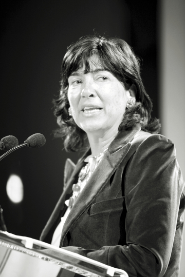 Christiane Amanpour speaking at the 2010 Infinity Awards. Courtesy International Center of Photography. Photo by Martha Thorneloe.