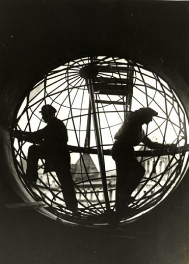 7. Arkady Shaikhet, Construction of the Globe at the Moscow Telegraph, 1928. Vintage gelatin silver print. Copyright Arkady Shaikhet Estate, Courtesy of Nailya Alexander Gallery, New York.