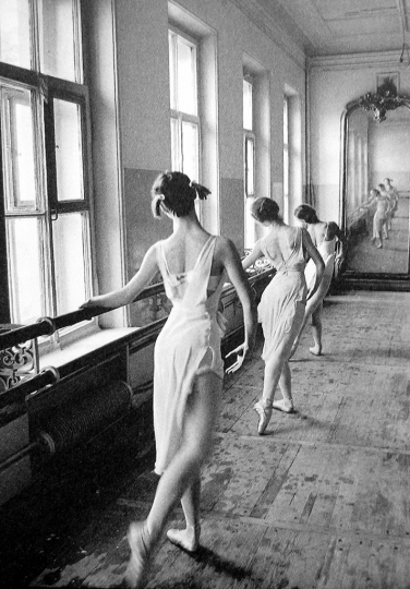 Robert Capa - Bolshoi Ballet Moscow 1958 © Magnum Photos, Courtesy of Peter Fetterman Gallery