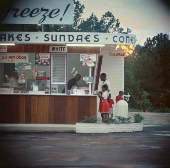 Gordon Parks Untitled, Shady Grove, Mobile, Alabama – Courtesy Equinox Gallery