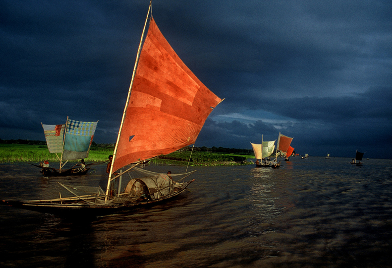 Ilish fishing by Shahidul Alam 2001