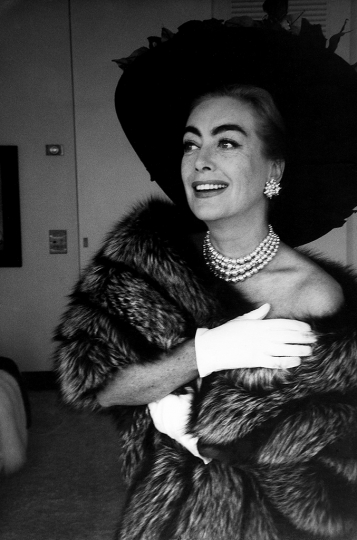 USA. Los Angeles. American actress Joan CRAWFORD. 1959 © Eve Arnold/Magnum Photos