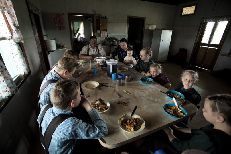 Dinner at Dyck's house. With no birth control Mennonite families are big, with an average of 10 kids per family, and sometimes as much as 19 children from the same woman. © Jordi Ruiz Cicera