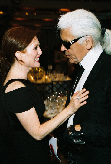 Julianne Moore and ICP Trustee Award Honoree Karl Lagerfeld at the 2007 Infinity Awards. Courtesy International Center of Photography. Photo by Jefferson Spady.