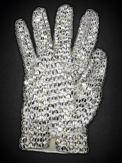 © Henry Leutwyler, Michael Jackson's white crystal Swarovski sequined glove, série Document, 2009