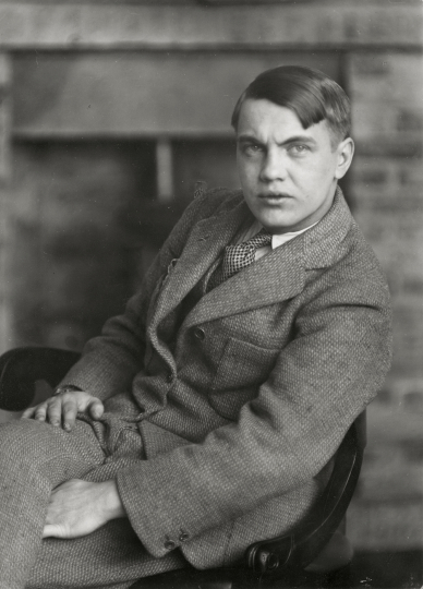 Berenice Abbott - George Antheil , 1927 17,3 × 12,4 cm The Miriam and Ira D. Wallach Division of Art, Prints and Photographs, Photography Collection. The New York Public Library, Astor, Lenox and Tilden Foundations