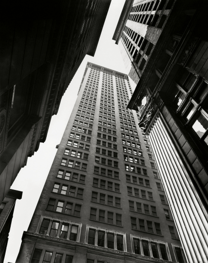 Berenice Abbott - Canyon: Broadway and Exchange Place , 1936 25,1 × 20,3 cm The Miriam and Ira D. Wallach Division of Art, Prints and Photographs, Photography Collection. The New York Public Library, Astor, Lenox and Tilden Foundations