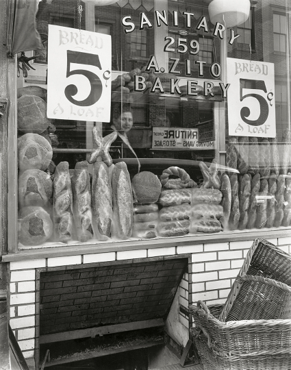Berenice Abbott - Bread Store, 259 Bleecker Street, Manhattan , 1937 25,4 × 20,3 cm The Miriam and Ira D. Wallach Division of Art, Prints and Photographs, Photography Collection. The New York Public Library, Astor, Lenox and Tilden Foundations