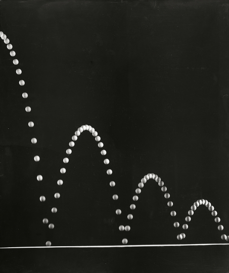 Berenice Abbott - A Bouncing Ball in Diminishing Arcs , 1958-1961 54,6 × 45,7 cm Photograph mounted on Masonite with no glazing Berenice Abbott Collection, MIT Museum. Gift of Ronald and Carol Kurtz