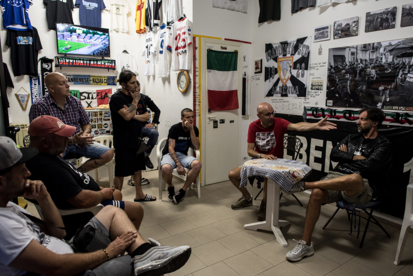 The new soccer coach of the Albenga team is introduced to the group. © Andrea Alai
