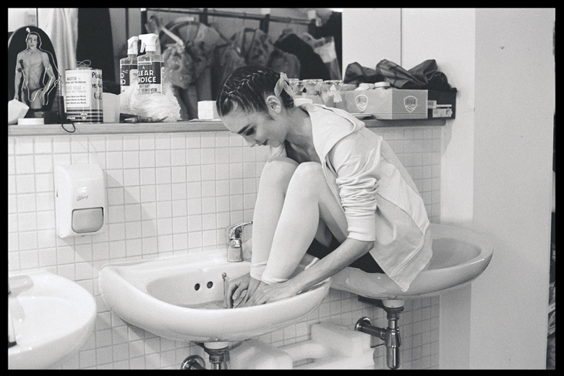 Mary McCartney Ballerina in Sink London 2004 © Mary McCartney