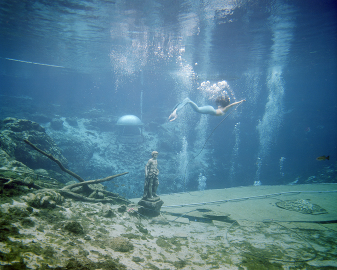 Rachel Louise Brown The Mermaid, Weeki Wachee Springs, 2017 © Rachel Brown