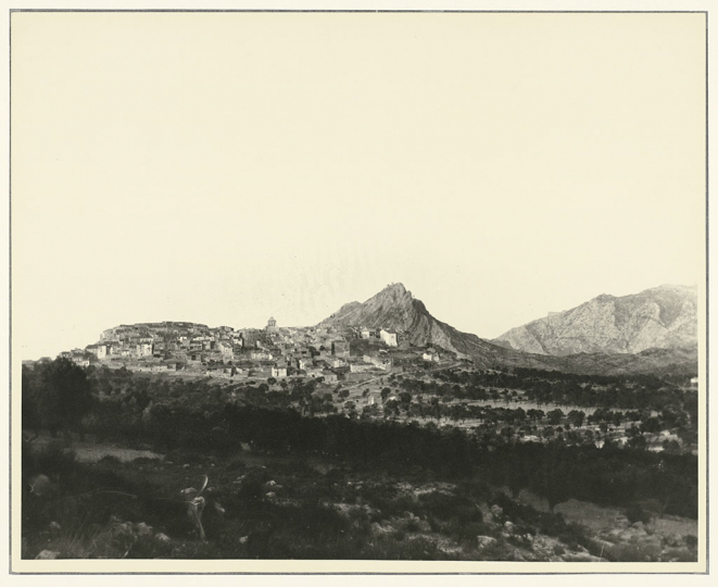Pablo Picasso View of Santa Barbara Mountain and the village of Horta de Sant Joan, 1909 Later copy, c. 1940 Gelatin silver print 24 × 29.9 cm Musée national Picasso-Paris Donation Succession Picasso, 1992 APPH2812 RMN-Grand Palais (Musée national Picasso-Paris) / image RMN-GP © Succession Pablo Picasso, VEGAP, Madrid 2019