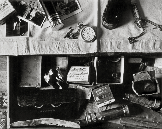 Wright Morris, Tiroir de commode, Ed's Place, Norfolk, Nebraska, 1947 © Estate of Wright Morris - Courtesy Fondation Henri Cartier-Bresson