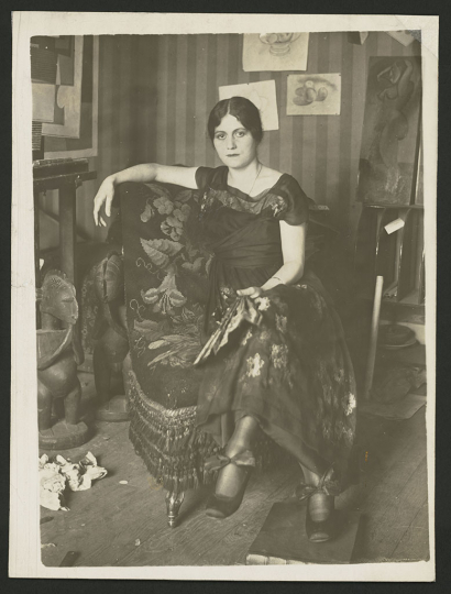 Émile Delétang Portrait of Olga Khokhlova with a fan seated in an armchair at the Montrouge studio, spring 1918 Period copy Gelatin silver print 24 × 18 cm Musée national Picasso-Paris Donation Succession Picasso, 1992 APPH2771 RMN-Grand Palais (Musée national Picasso-Paris) / image RMN-GP